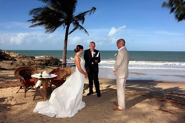 http://www.thalabeach.com.au/wp-content/uploads/2012/03/Beach-ceremony.jpg