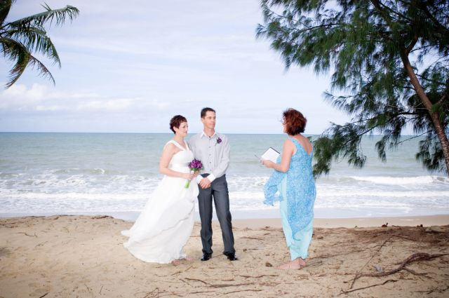 http://www.thalabeach.com.au/wp-content/uploads/2012/03/Stacy-and-Carl-1.jpg