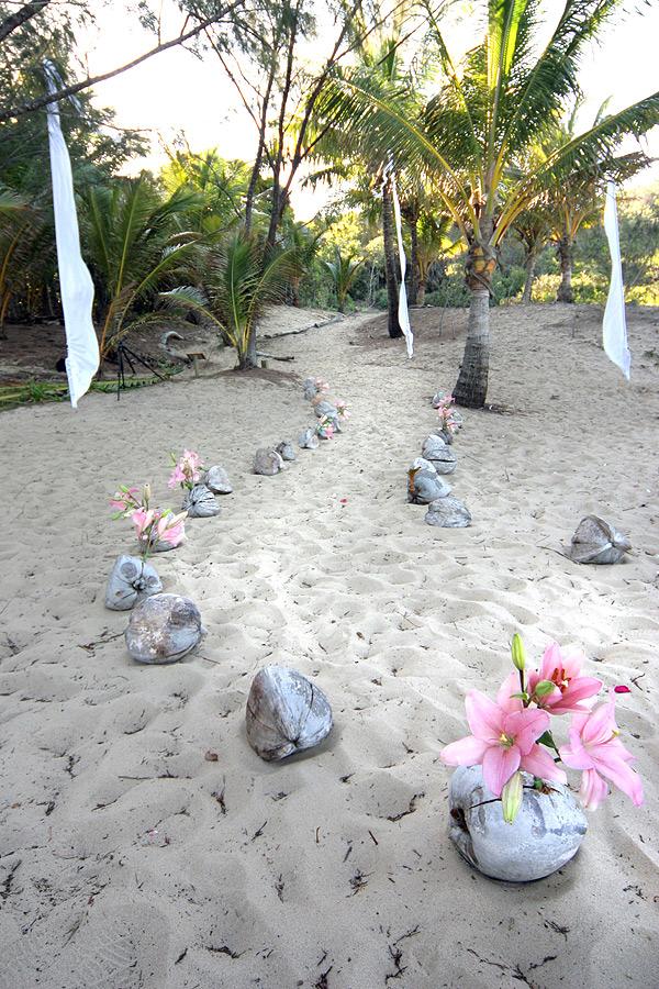 https://www.thalabeach.com.au/wp-content/uploads/2012/03/Beach-aisle.jpg