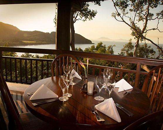 ospreys port douglas restaurant table